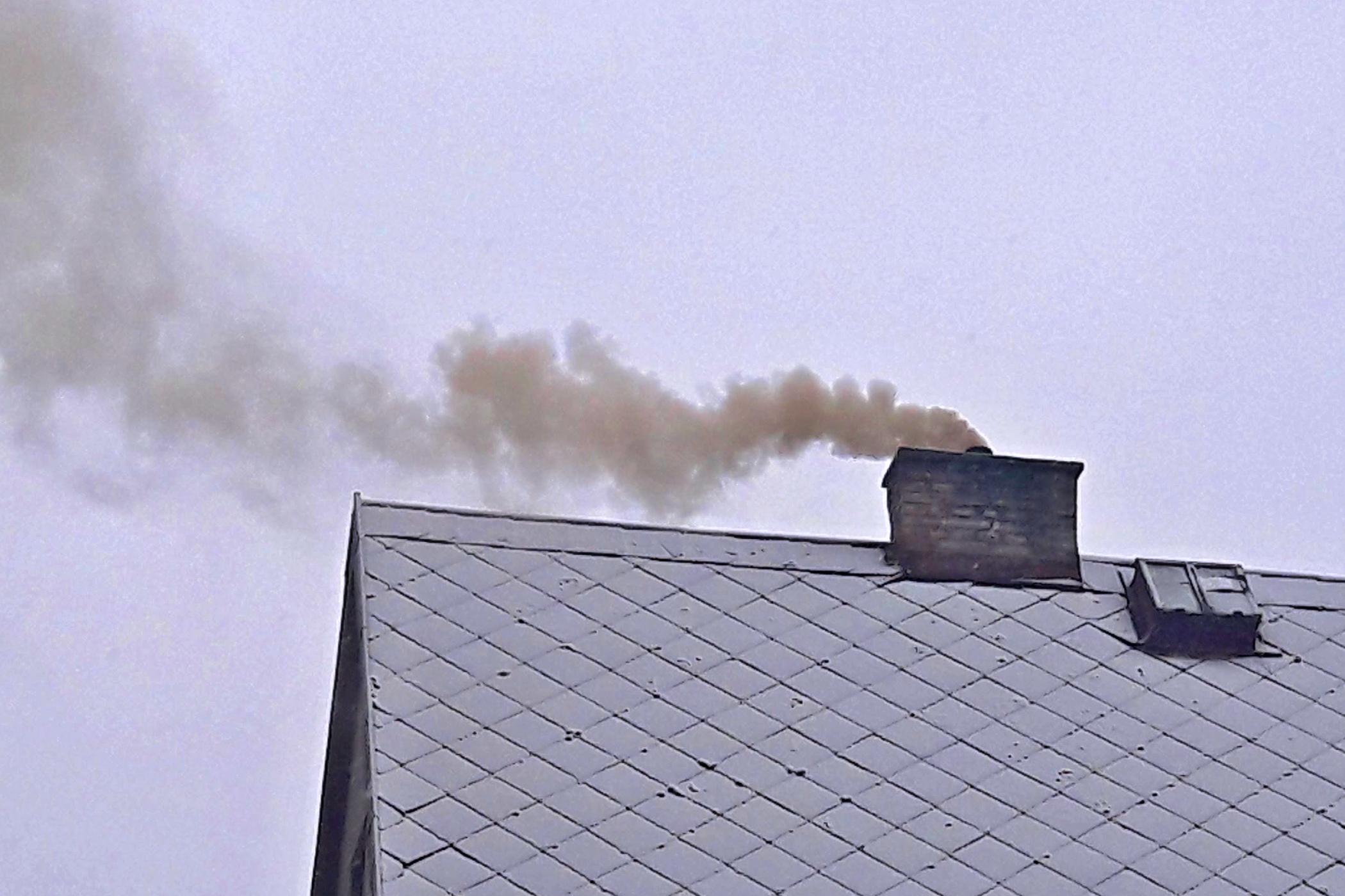 Kouřící komín (ilustr. foto)