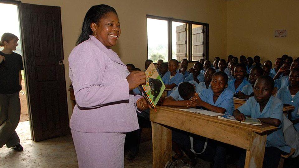 Paní Matute představuje v listopadu 2008 knížku gorilích pohádek, jejichž hlavní hrdinkou je Moja