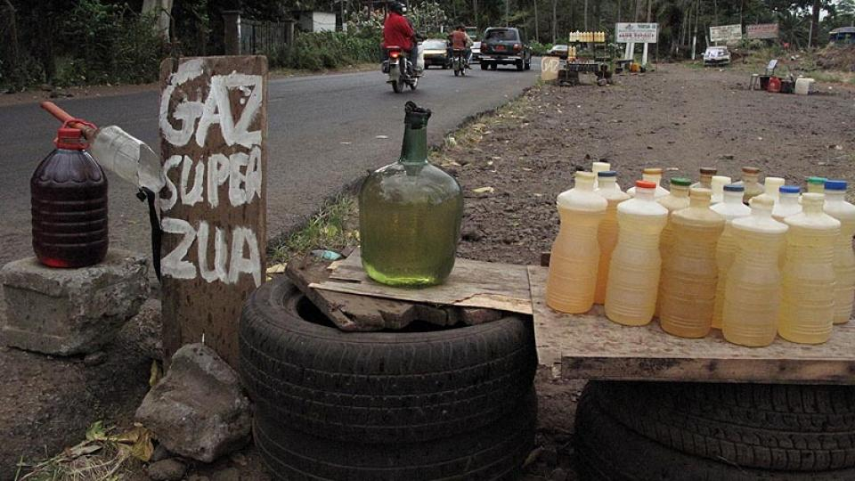 Pouliční prodej benzínu