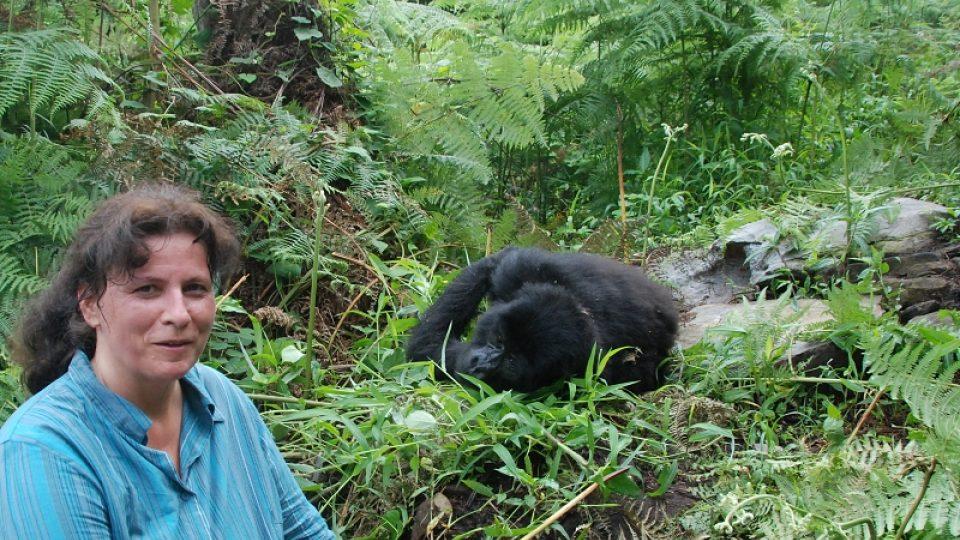 Autorka článku s gorilí samicí Kashundwe