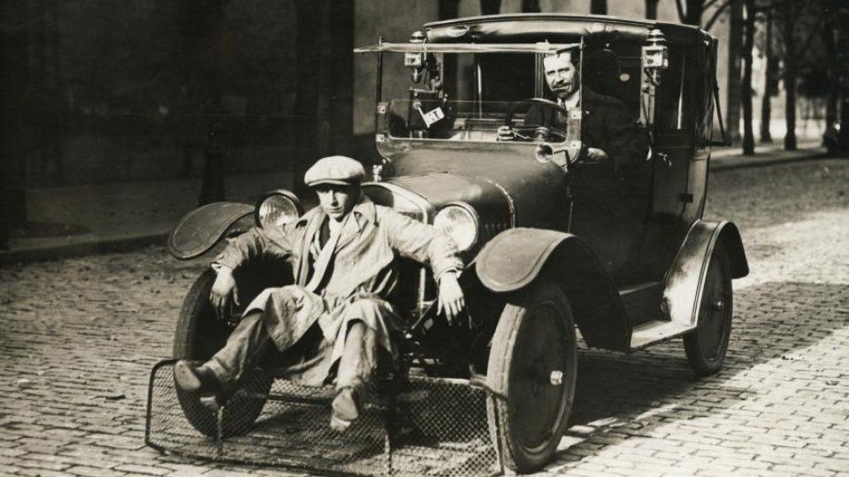 Pomůcka na auto ke snížení počtu obětí mezi chodci (1924)