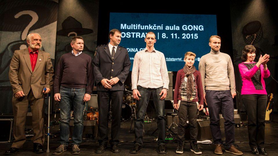 Hrdinové kolem nás na pódiu vítkovického Gongu
