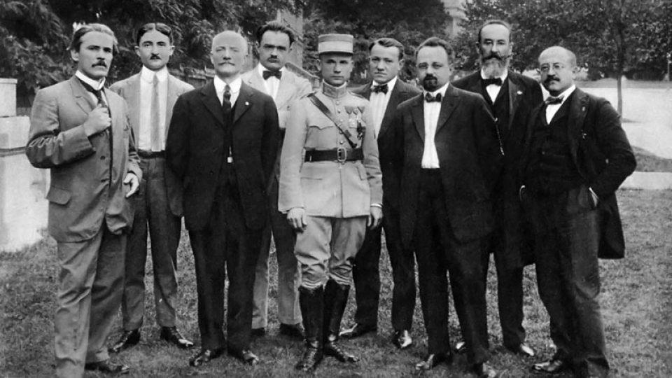 Milan Rastislav Štefánik mezi vlastenci ve Washingtonu v roce 1917nik_vo_skupine_našich_politických_spolupravoníkov_vo_Washingtone_1917.jpg