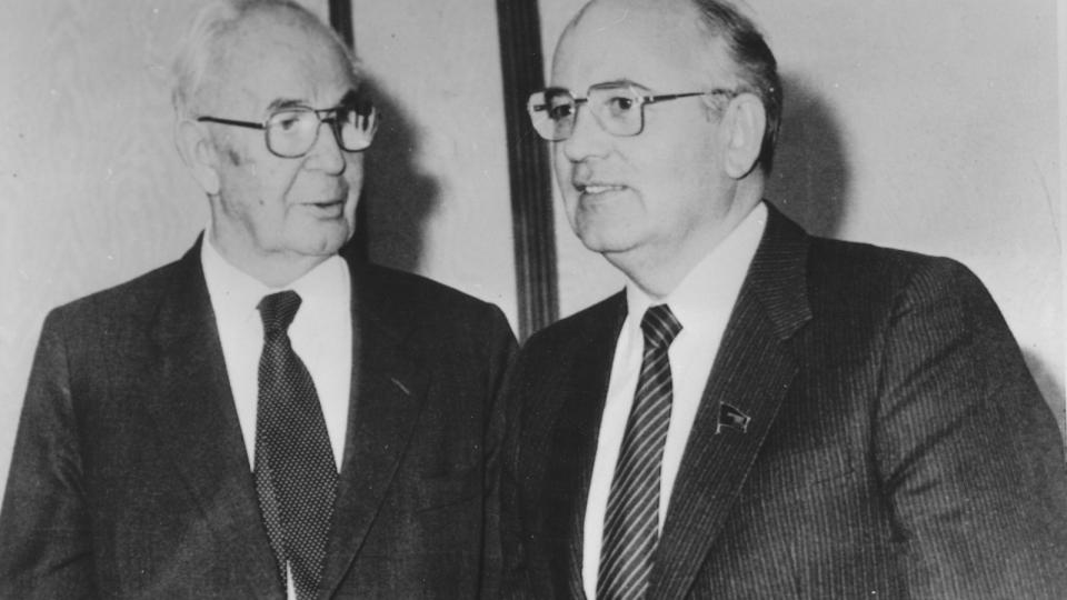 Gustav Husák s Michailem Gorbačovem
